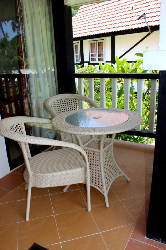 Обеденный столик на террасе