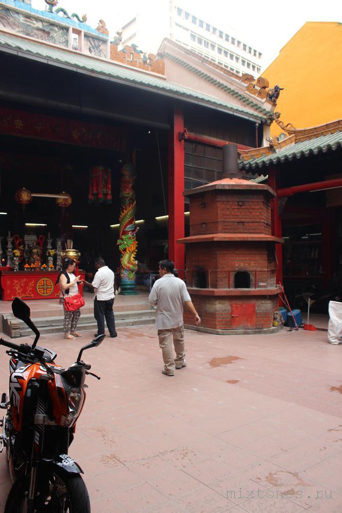 vnutrenniy-dvor-kitaiskogo-hrama