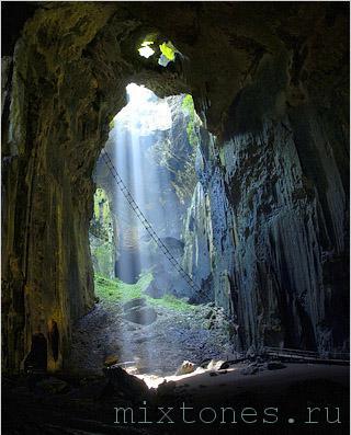 Пещеры Gomantong